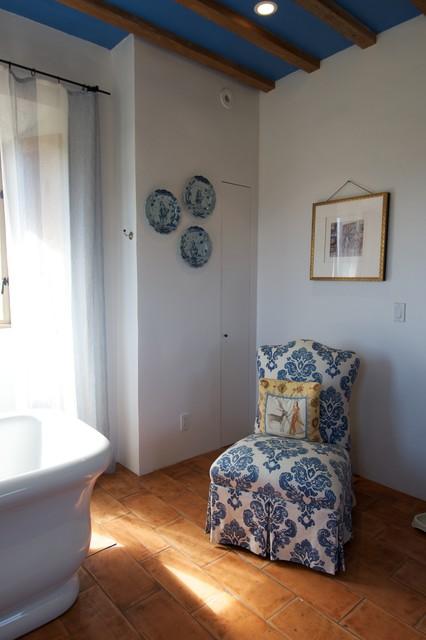 Healdsburg Hilltop: Tuscan Style Farmhouse mediterranean-bathroom