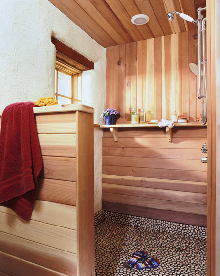 Hell's Canyon Cottage rustic-bathroom