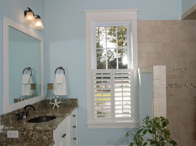Hemingway's Cottage eclectic-bathroom