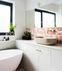 17 Fresh Ideas for Adding Summery Tiling to Your Bathroom