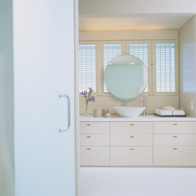 highland park contemporary-bathroom