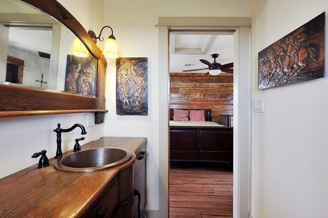 Hill Country Guest House traditional-bathroom