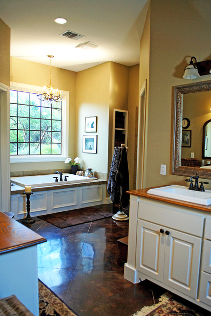Hill Country traditional-bathroom