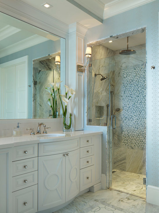 5,076 royal blue walls Bathroom Design Photos with White Cabinets