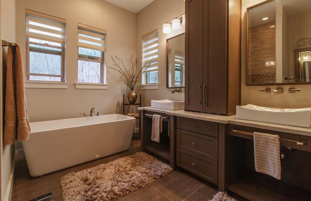 Bathroom - contemporary bathroom idea in Dallas