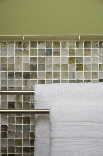 Hillside Sanctuary:  Guest Bathroom by Kimball Starr Interior Design modern-bathroom
