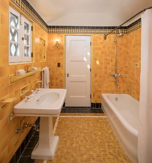 Kleine Badezimmer mit gelben Fliesen Ideen, Design & Bilder ...