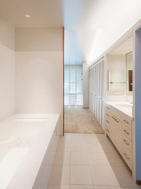 Historical east honolulu beach style bathroom other for Bath remodel honolulu