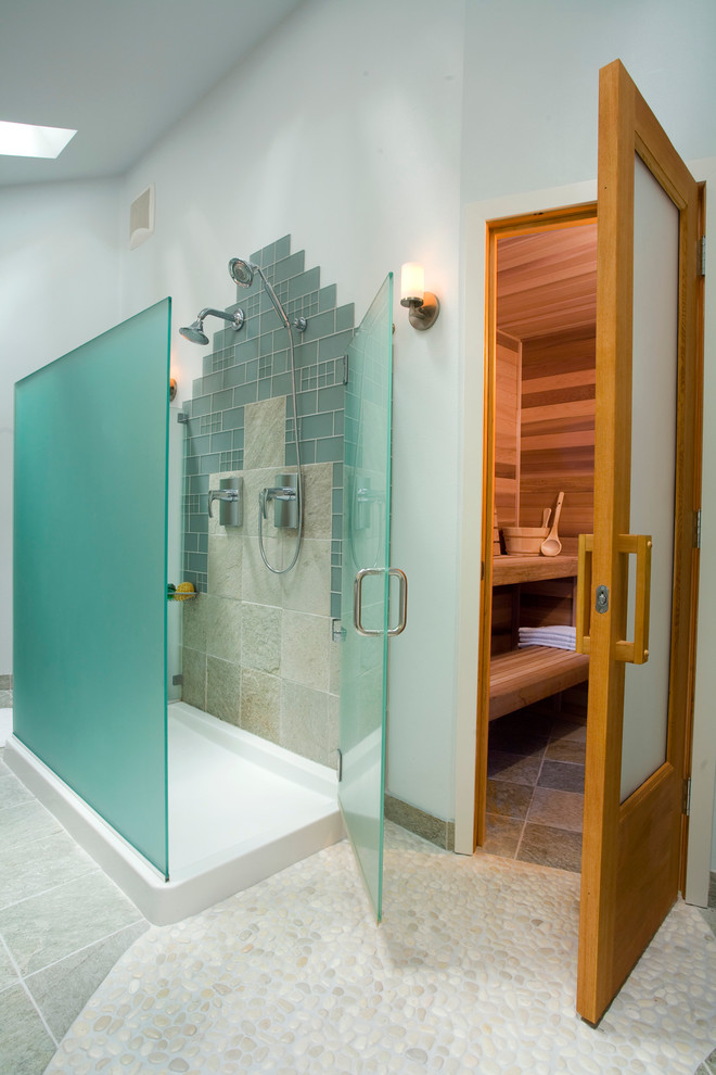 Example of a trendy bathroom design in Portland