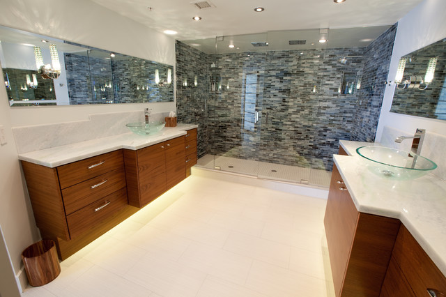 Hollywood Beach Condo contemporary bathroom