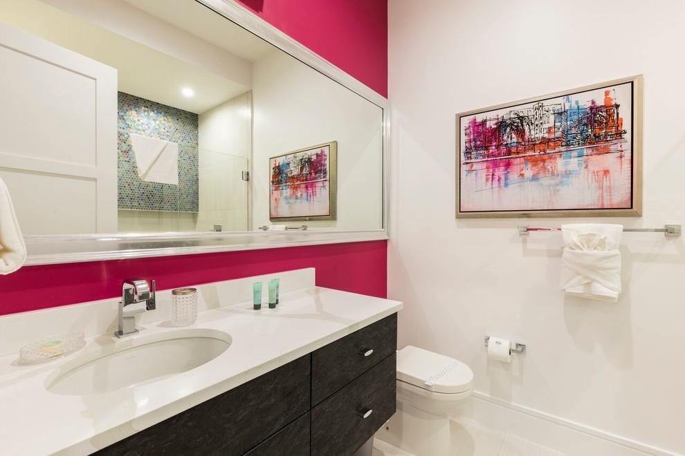 Example of a trendy bathroom design in Orlando