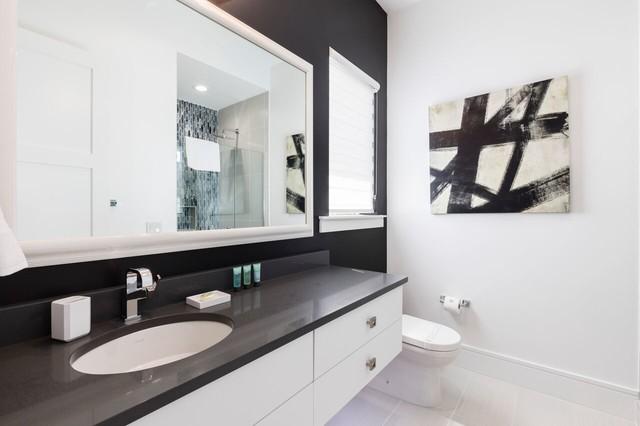 Bathroom - contemporary bathroom idea in Orlando