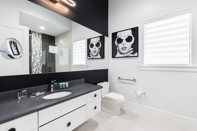 Inspiration for a contemporary bathroom remodel in Orlando