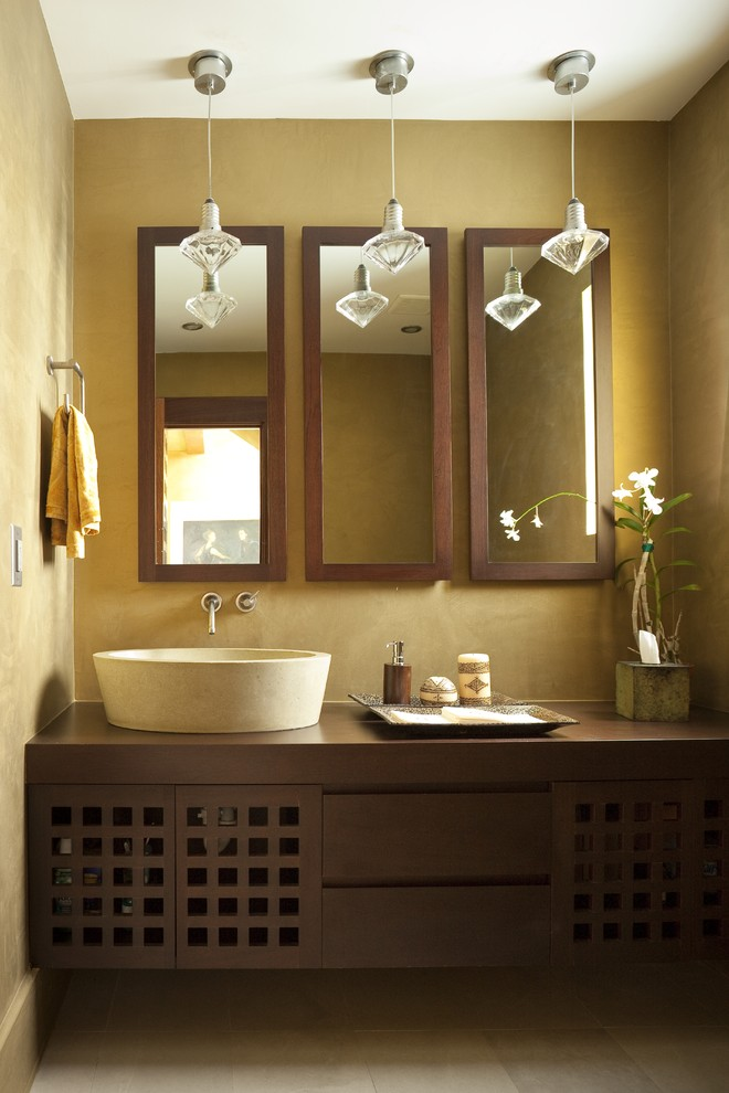 Example of a minimalist bathroom design in Miami with a vessel sink