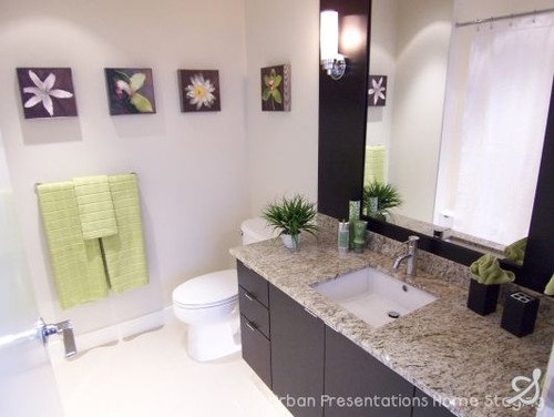 Home Staging by Urban Presentations Home Staging, Vancouver contemporary bathroom