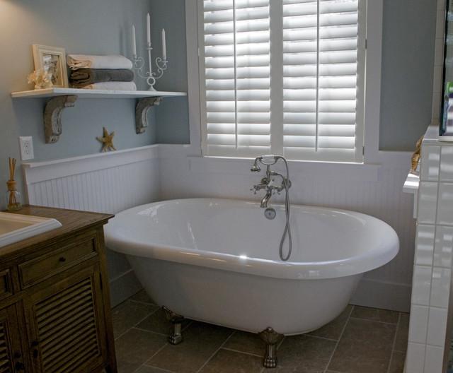 Hondros Cottage traditional-bathroom