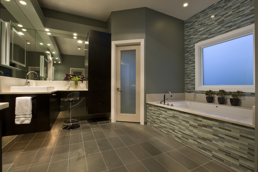 Bathroom - contemporary bathroom idea in Chicago with a vessel sink
