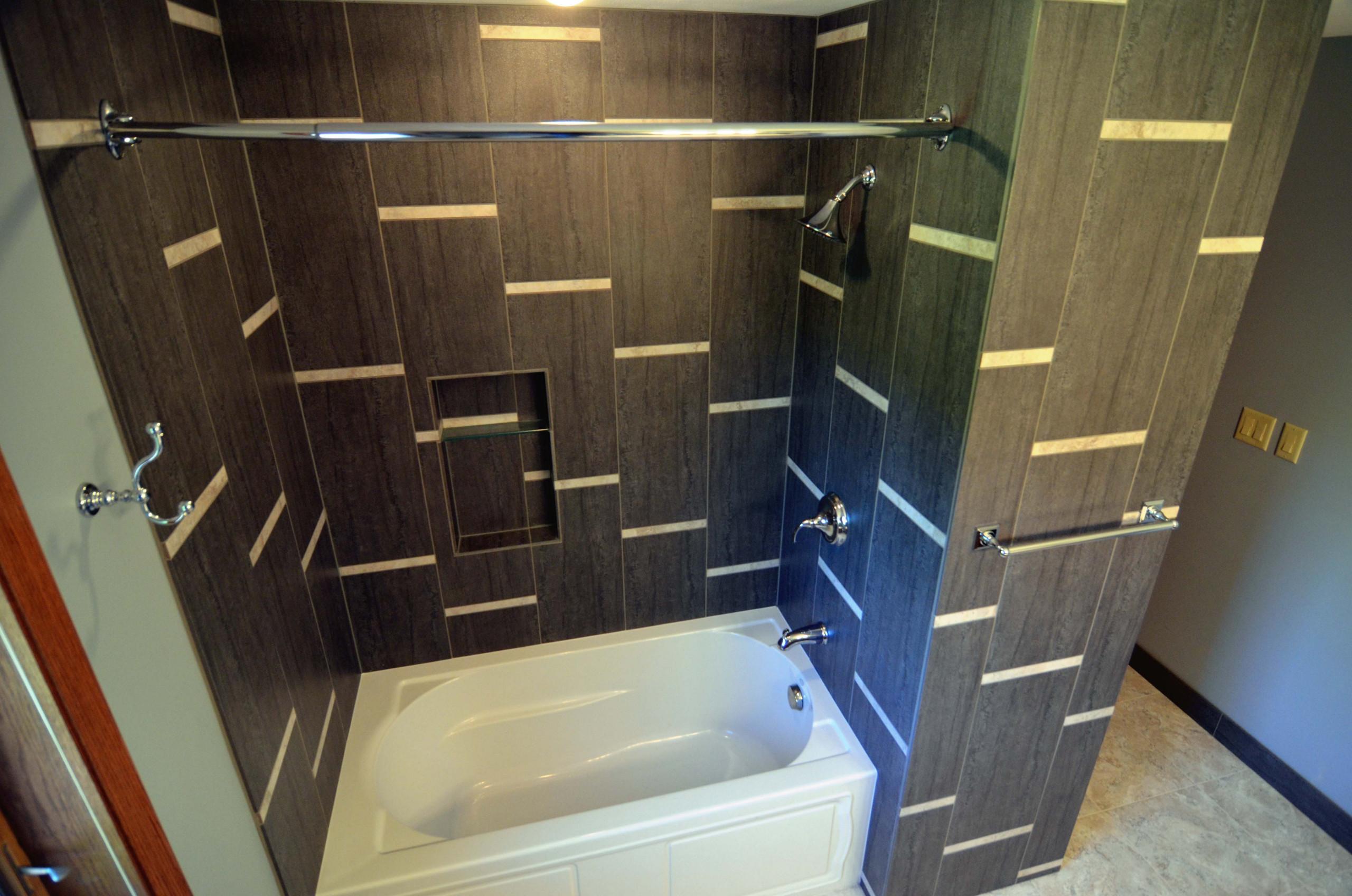 horizontal stripes bathroom