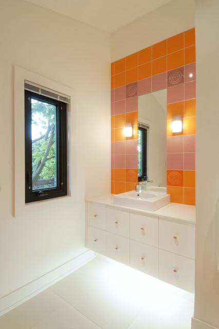house_99 contemporary-bathroom
