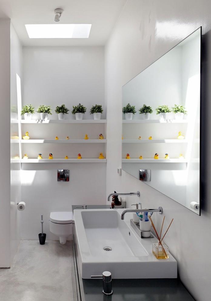 Example of a minimalist bathroom design in Tel Aviv with a trough sink