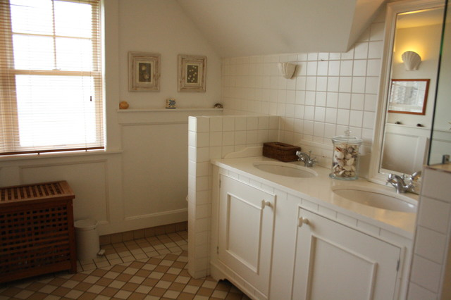 Houzz Tour: Cozy Living in a Canadian cottage in Holland's Green Heart traditional-bathroom