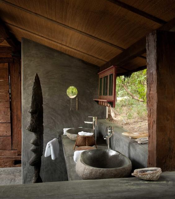 Modelo de cuarto de baño con ducha, exótico, pequeño, con lavabo sobreencimera, encimera de cemento y paredes grises