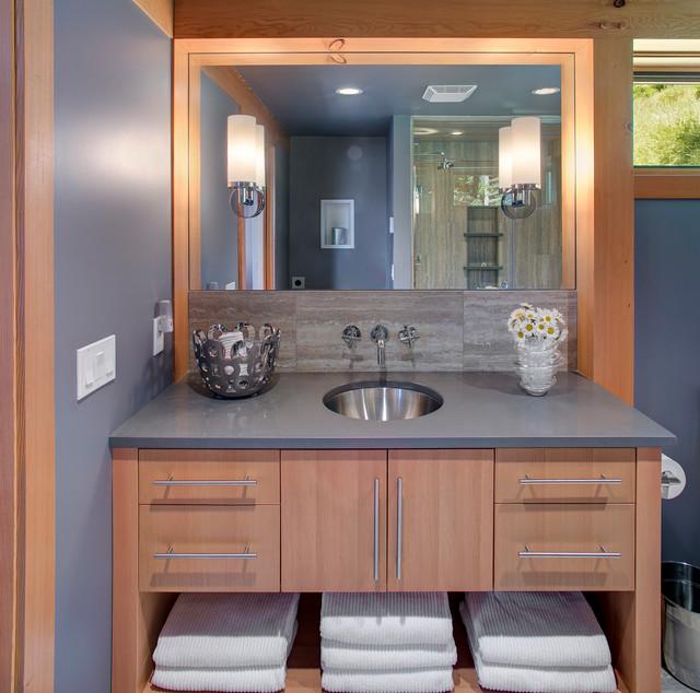 Idaho 550 sq ft FabCab rustic-bathroom