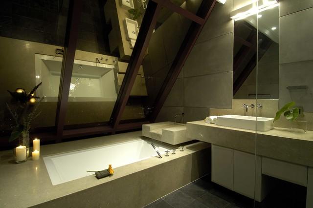 Bathroom - modern bathroom idea in Hawaii