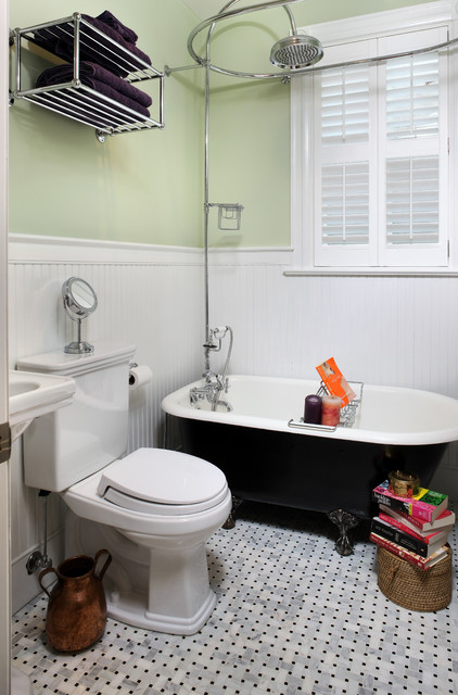 Indie traditional bathroom dc metro by thinkmakebuild for Petite salle de bain avec toilette