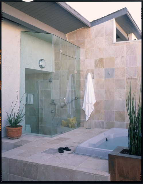 Indoor outdoor bathing contemporary bathroom los for Bathroom designs outside