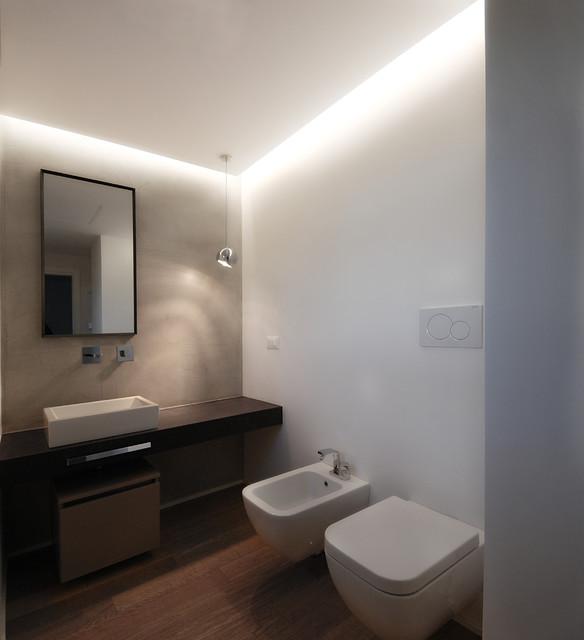 Industrial chic apartment - Stanze da bagno moderne ...