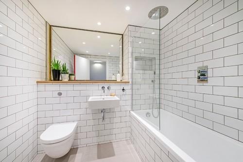 Consigli utili per arredare il tuo bagno idealista news for Servizi bagno