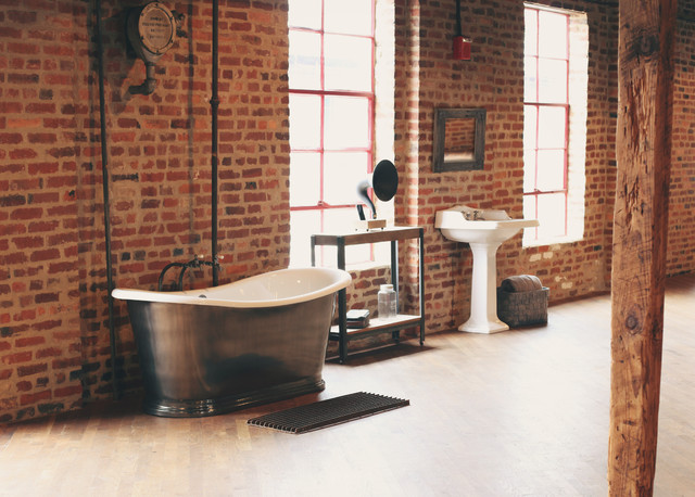 industrial open loft bathroom industriel salle de bain new york par the bath works inc. Black Bedroom Furniture Sets. Home Design Ideas