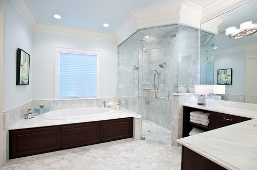 The granite gurus 8 beautiful master bathrooms for Beautiful modern bathrooms