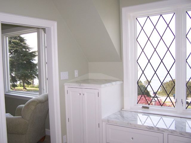 Interior windows and bathrooms traditional-bathroom