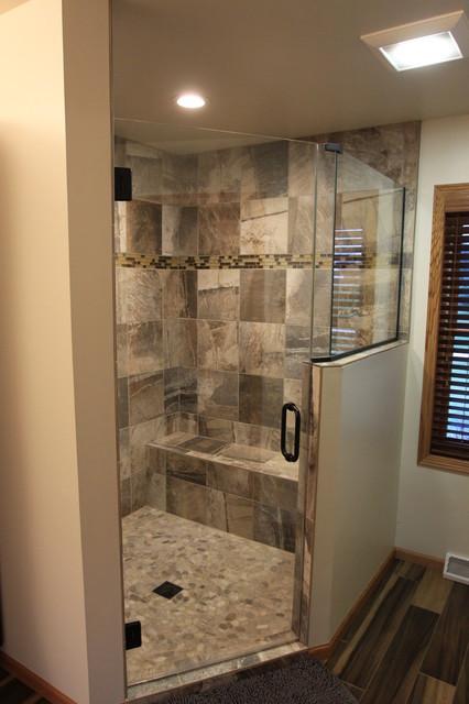 Iowa avenue bath remodel designer jerilyn horn modern for Bath remodel urbandale iowa