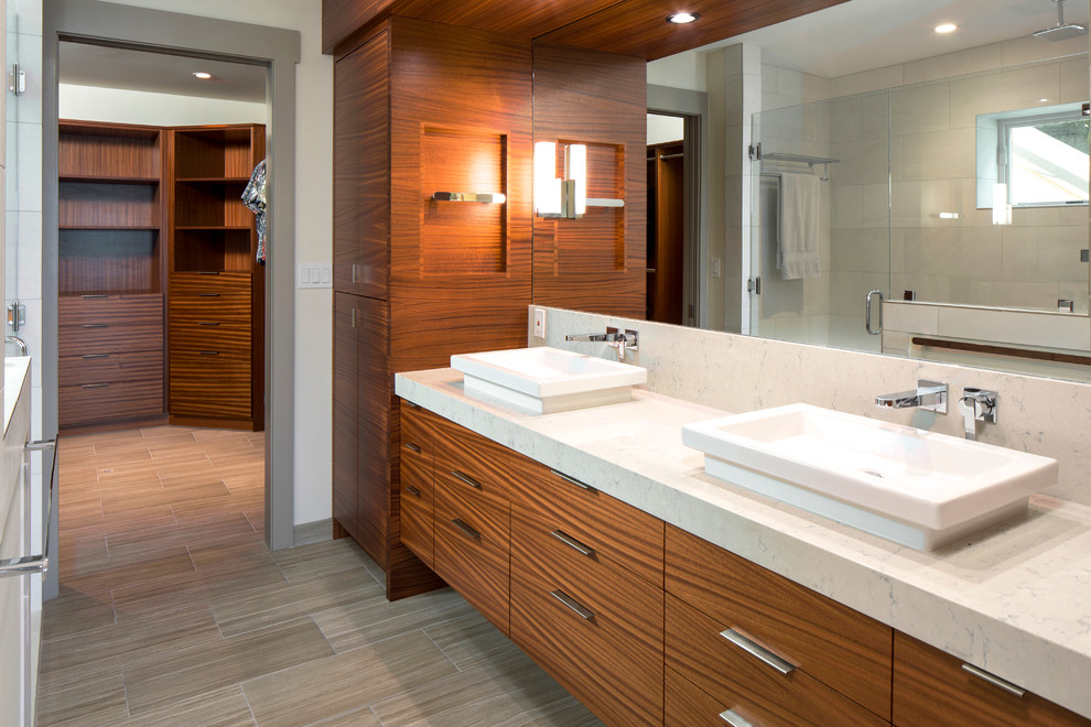 Example of a minimalist bathroom design in Hawaii