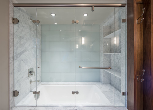 Tri Fold Shower Door Looks Like It Doesnu0027t Have A Bottom Track!