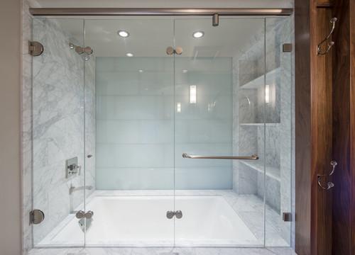 tri fold shower door looks like it doesn t a bottom track