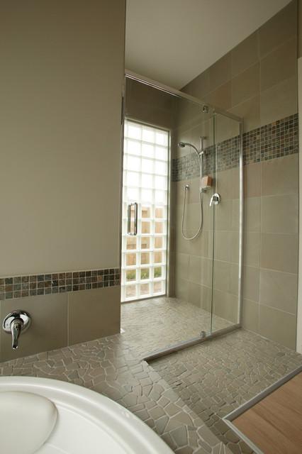 Island Stone random shower and bath Tile modern-bathroom