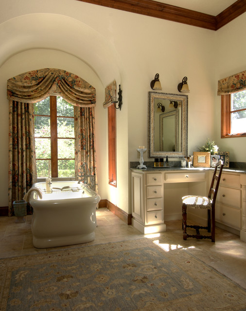 Image gallery italian villa bathroom for Italian villa interior design ideas