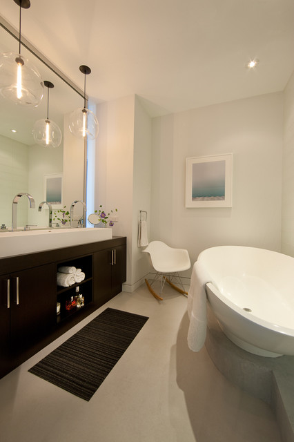 jamesthomas, LLC modern bathroom