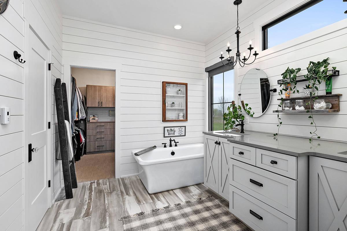 Modern Farmhouse Master Bathroom Ideas Photos Houzz