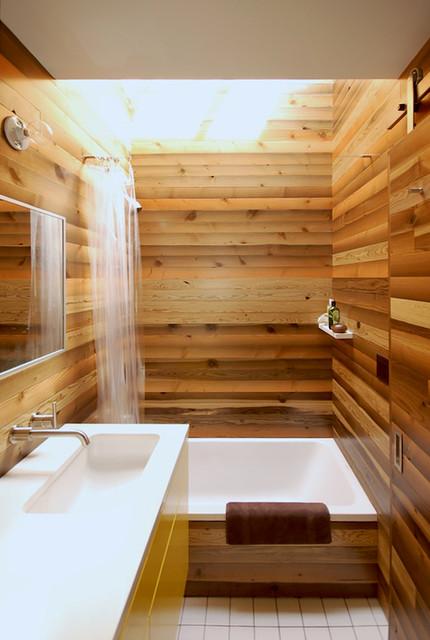 Small Bathroom With Bathtub Space Saving