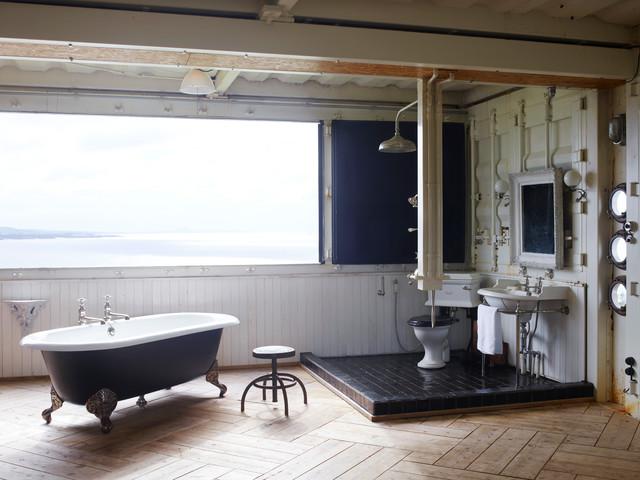 Japanese Container House   Asiatisch   Badezimmer   Fukuoka   Von Drummonds  Bathrooms