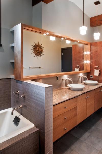 Jarratt Mid-Century Modern modern-bathroom