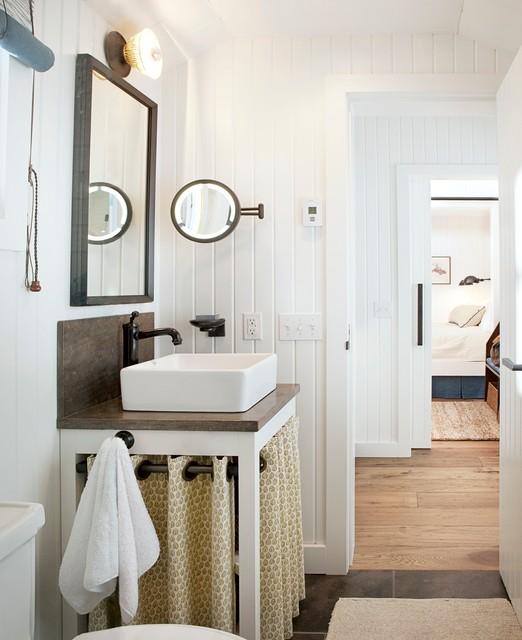 Trendy bathroom photo in Edmonton with a vessel sink