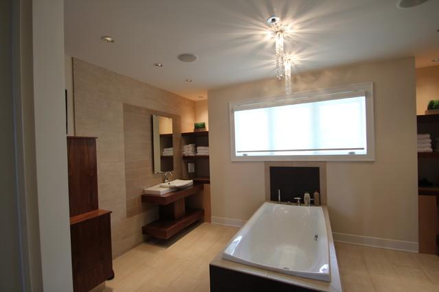 Jerry Bussanmas modern-bathroom