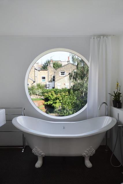 Jimi House traditional-bathroom