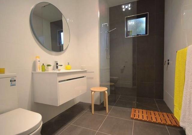 Joel 39 s bathroom for Bathroom designs hobart